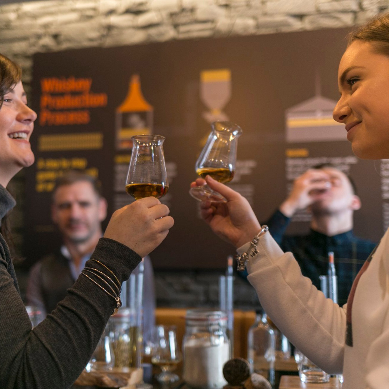 Two women enjoying the Irish Whiskey-Experience